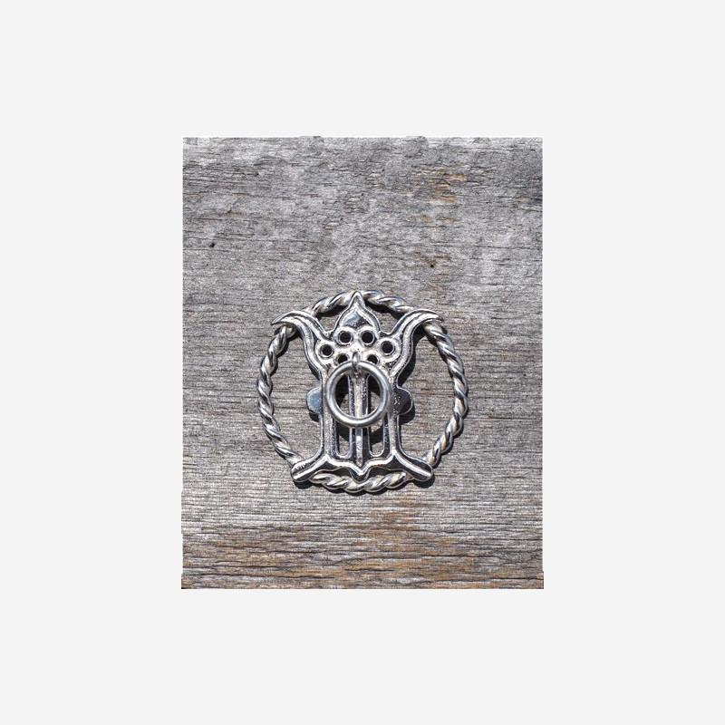 Gotischer Buchstabe M im Ring