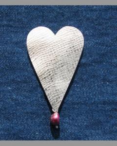Hjertebrosje  med perle